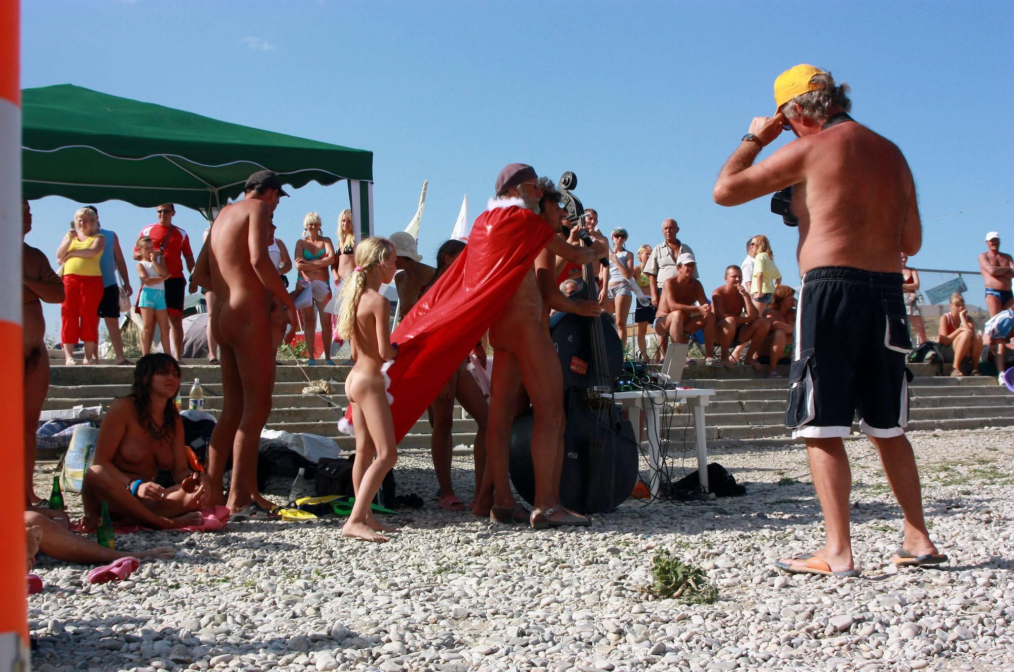 Nudist Pictures Black Sea Beach Dancing - 1
