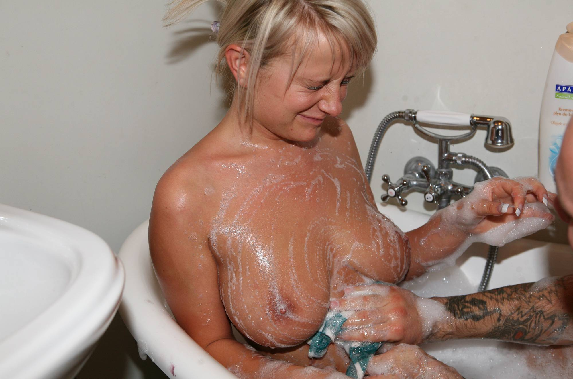 Nudist Photos Bodypaint Bath Fun - 1