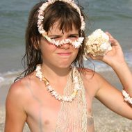 Nudist Girl Shell Wonder