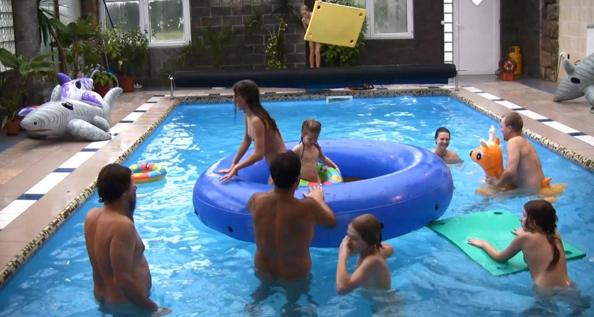 FKK Videos Piano Pool and Tennis - 2